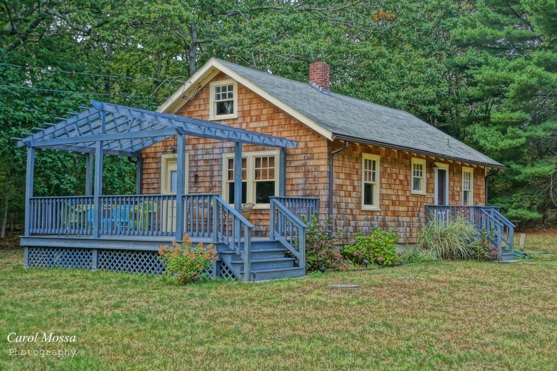 The roadside view of Sweet Caroline's Vintage Cottage