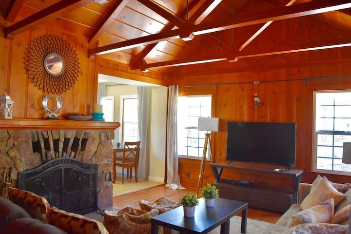 Comfy Cozy Cabin in Big Bear