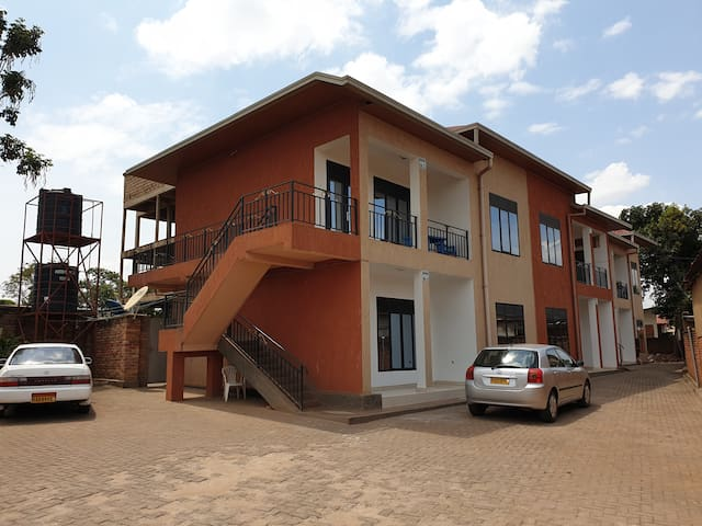 2bed room Apartment 5min away 4rm the Airport &KCC
