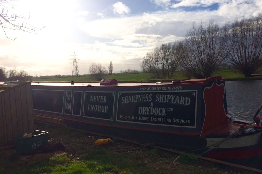 Come for a unique experience aboard our beautifully furnished 71 ft. 1988 Les Allen Narrowboat! This is the local scenery.