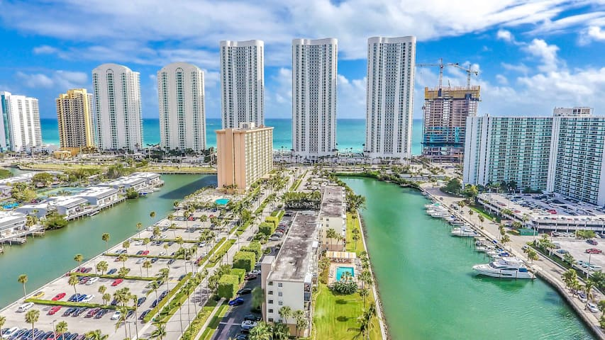 Amazing Waterfront in Sunny Isles