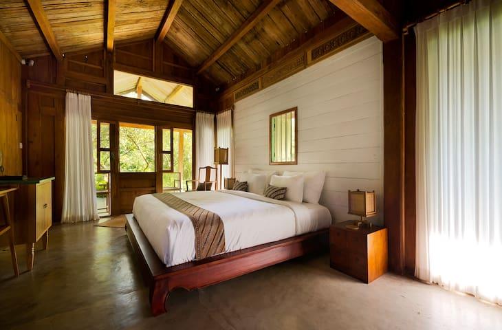 Cozy Peranakan Wooden House In Canggu Resort 2