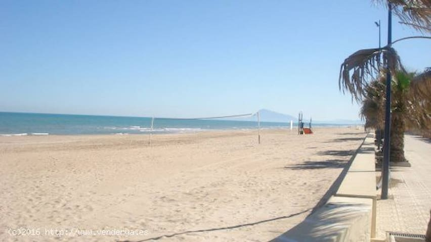Adosado con piscina. Playa Miramar - Miramar Playa