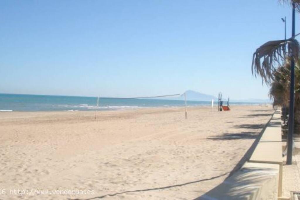 Adosado con piscina playa miramar casas en alquiler en for Camping con piscina climatizada en comunidad valenciana