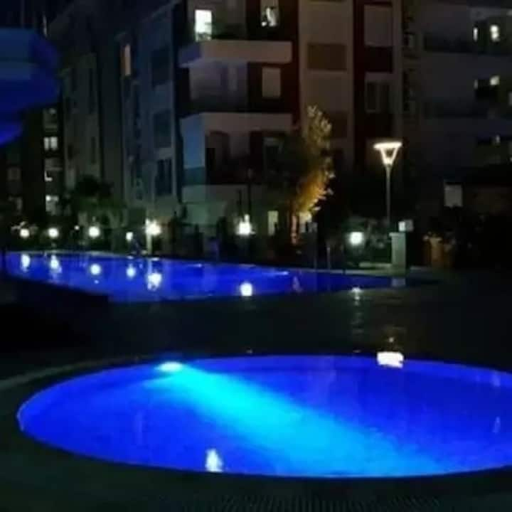 Denize 600m otel konseptinde havuzlu full 1+1 2+1