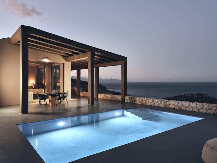 West villa, private pool amazing view!