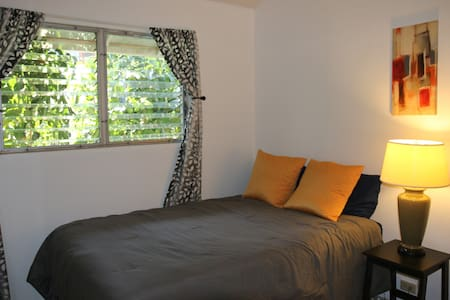 Nice room next to Diamond Head & Kapiolani College - Huis