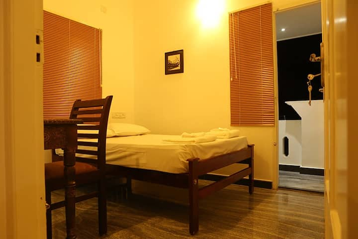 Antonys homestay - Small Double room with Balcony