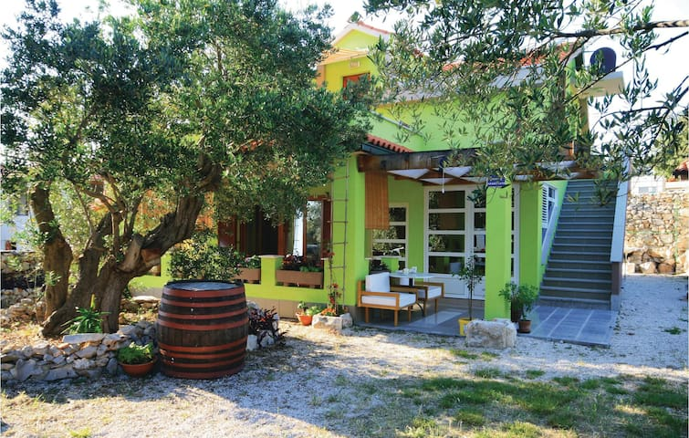 Holiday cottage with 4 bedrooms on 90 m² in Razanj