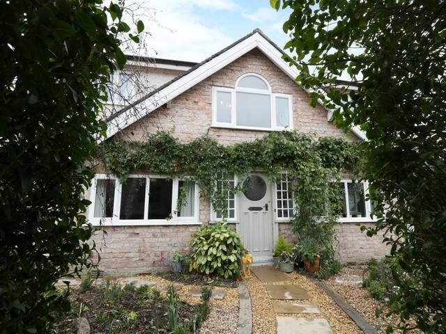 BRYN COTTAGE, family friendly in Rhos-On-Sea, Ref 974911