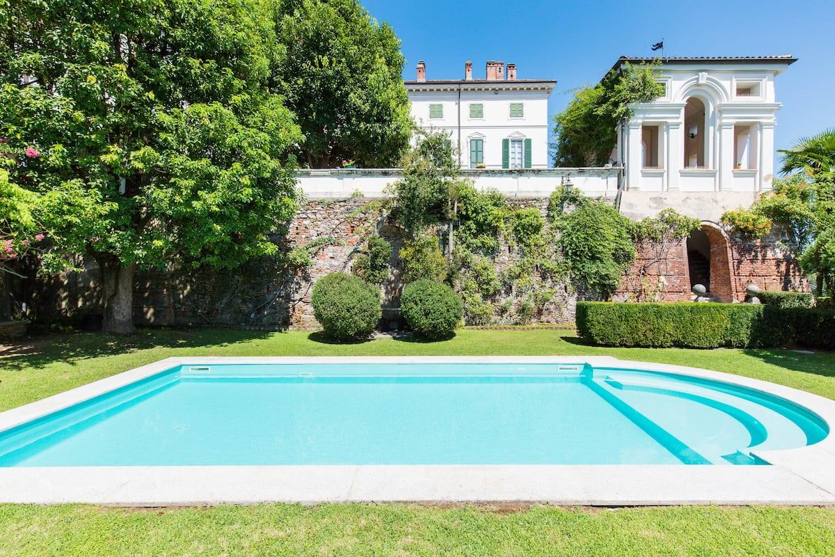 Vacanza in una esclusiva dimora storica italiana vicina ai Laghi Maggiore e Orta