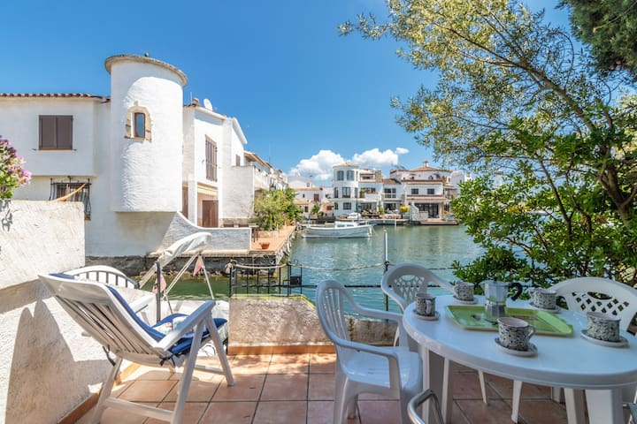 151-Typical fisherman house with canal views, parking - free wifi-151