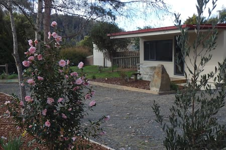 Karoola Cottage Self Contained Unit/Farm Stay
