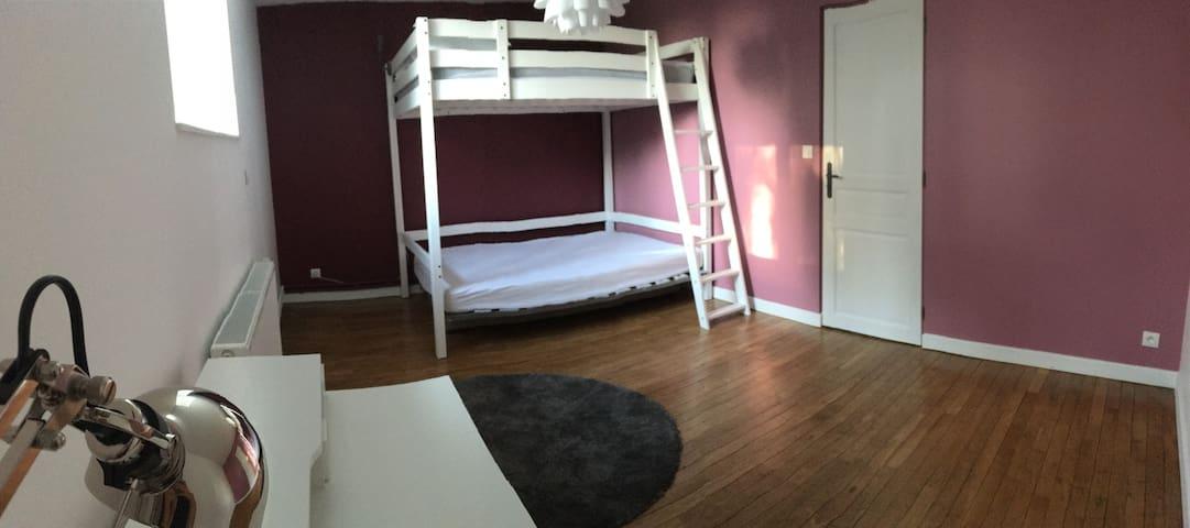 Chambre à l étage avec lit mezzanine 2 places (140x190) et un convertible de 140 x190