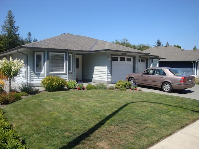Duplex on a quiet street in Chemainus