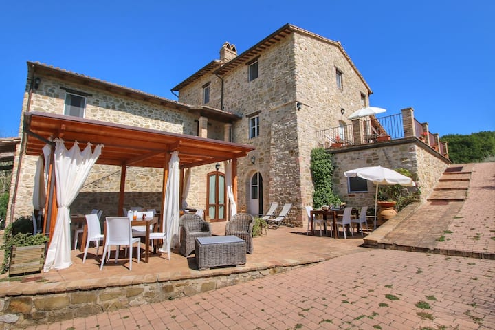 Luxurious Cottage with Pool in Assisi