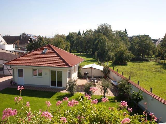 Gästehaus zur offenen Tür, (Rheinhausen), Bungalow für bis zu 8 Personen