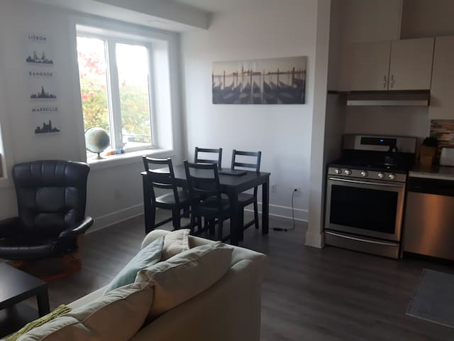 Bright & Spacious One Bedroom Apartment.