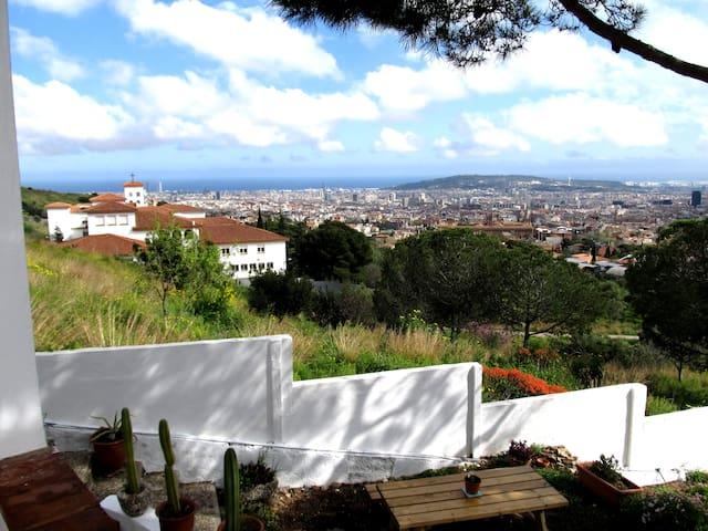 City, Nature and sea view from your room - Barcelona - Casa