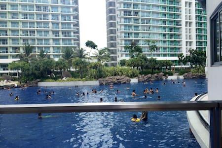 J&J Place@AZURE Urban Resort Residence - Манила