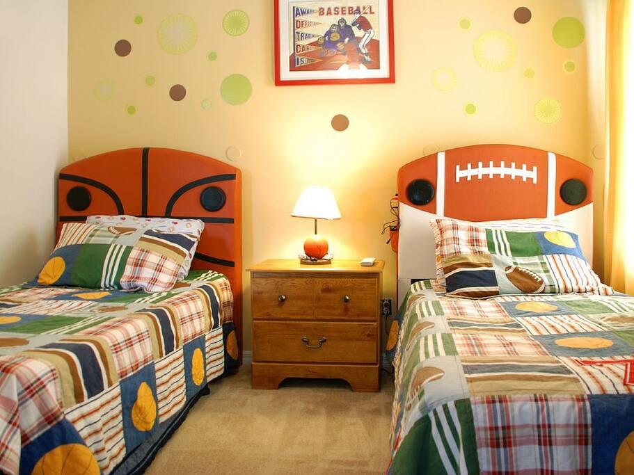 Sweet Home Vacation Rental Homes: 7 Bedrooms Pool Villa Emerald Island #4 (Kids' Room)