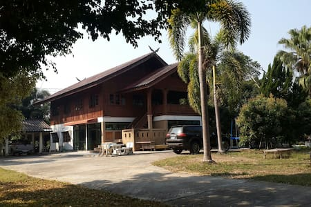 COUNTRY HOME IN KOI FISH FARM - Sanpatong - Huis