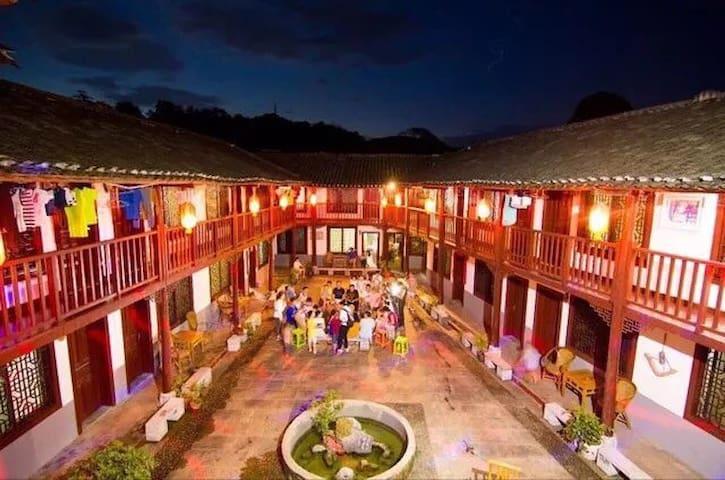 依山傍水的一个安静四合院,有老外有Wi-Fi有停车位,户外活动型酒店。 - 桂林市 - House