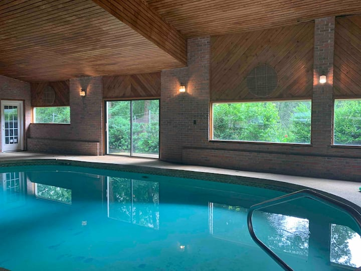 Adult Private suite w/Resort-style sauna & pool