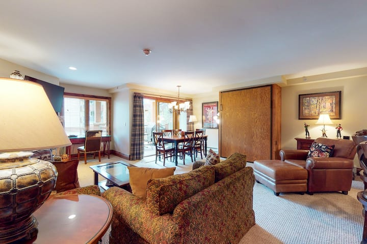 Lionshead Villa w/Free WiFi, Shared Hot Tubs & Pool in Ski-In/Ski-Out Complex!