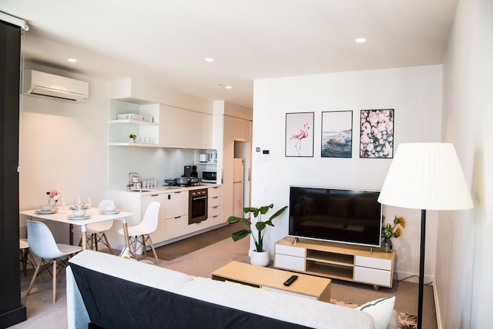 Living by the Clouds - 1BR Apt @ Melb Central #2