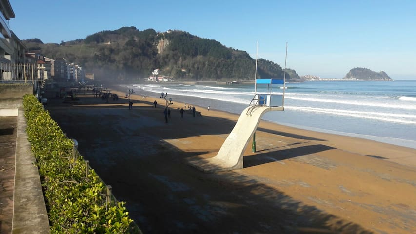 Urbanizacion 1ª  linea de playa.Piscina .Centro