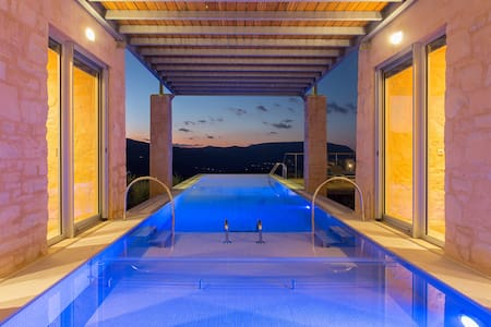 Truly stunning luxurious villa with amazing views