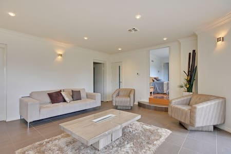 A Country setting with a Modern Twist - Traralgon - Apartamento