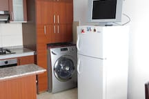 Washing machine and refrigerator / Lavadora y refrigerador