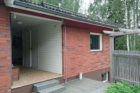 Huone omalla sisäänkäynnillä - Σπίτι