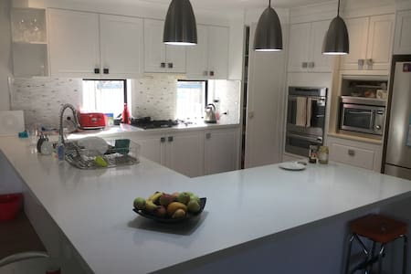 Spacious family retreat 10 min to Mooloolaba Beach - Sippy Downs - Casa