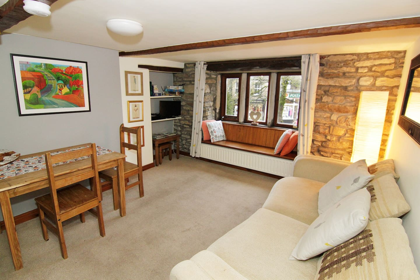 Spacious Lounge overlooking Grassington cobbled square