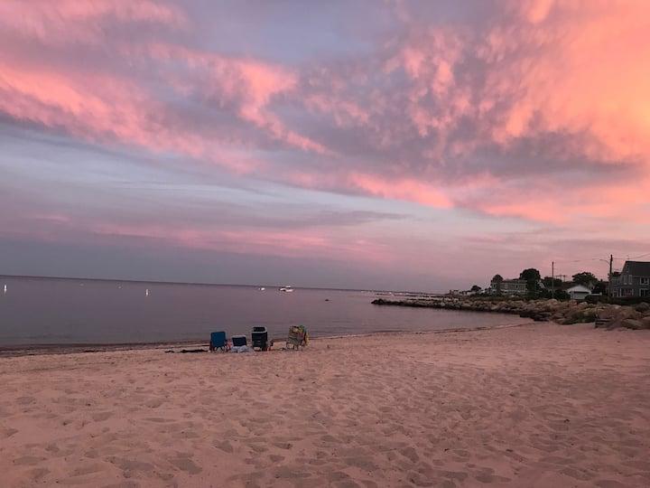 4 BDRM Beachfront Escape to Niantic (East Lyme)