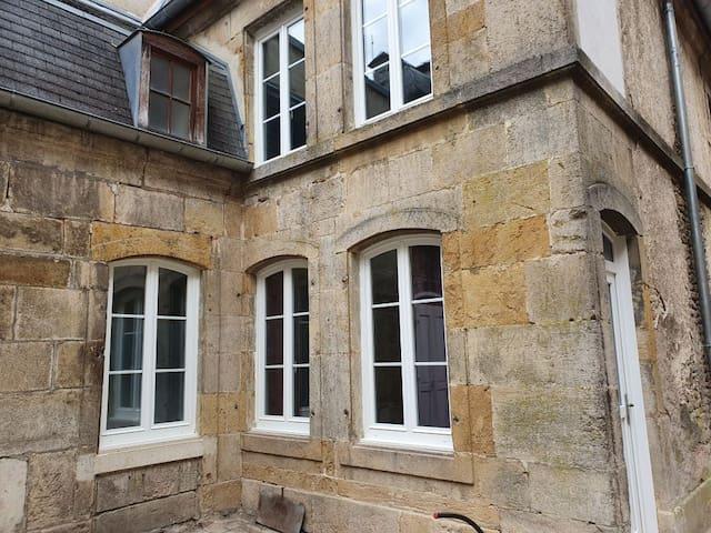 Studio calme au centre historique avec petite cour