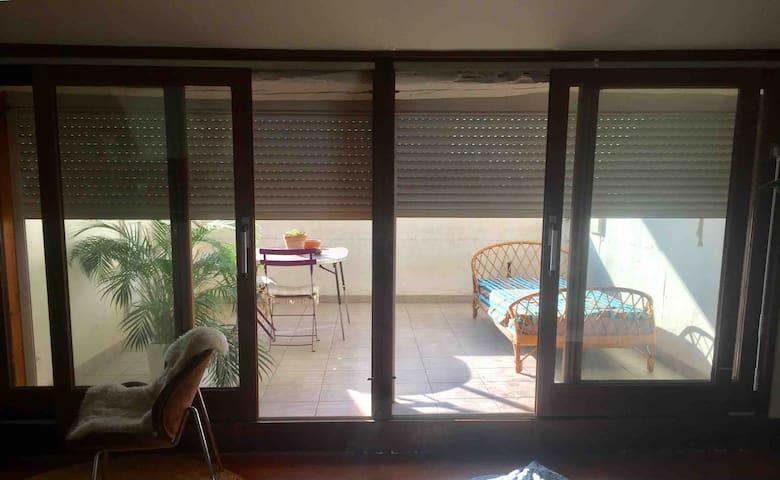 Studio hyper centre avec terrasse