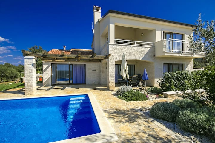 Villa Nira with swimming pool - Barat - Casa
