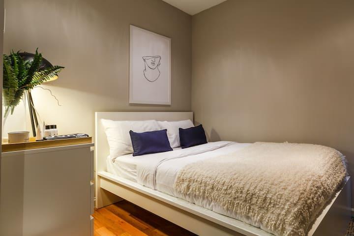 Cozy Queen Room in Renovated Upper West Side Home