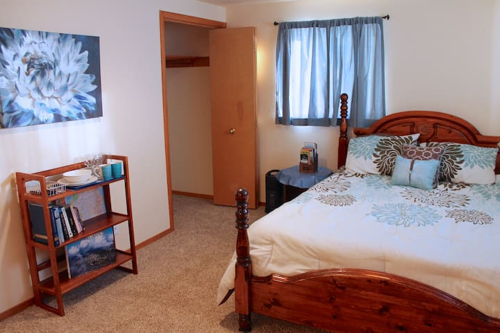 Cozy Private Bedroom/En Suite Bath - Mill Valley - House