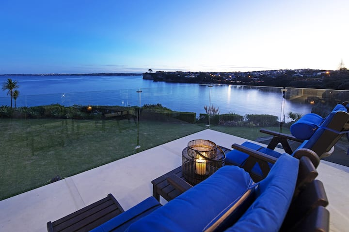 Seacliff VILLA - Luxury apartment, sea views.