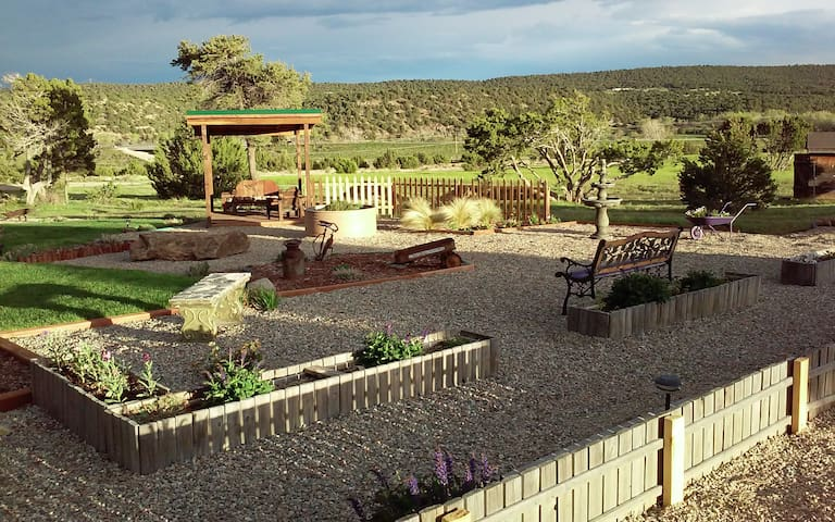 Pennington Place, cozy, secure and quiet. - Walsenburg - Bed & Breakfast