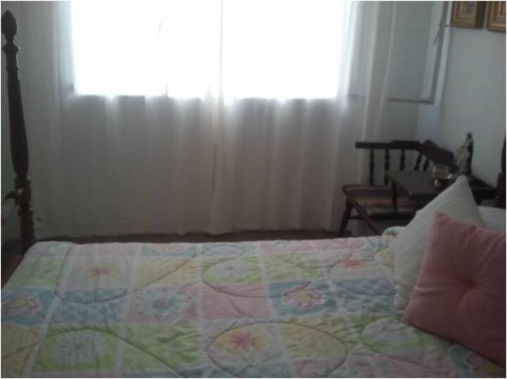 Rm 4 rent wkly, Los Palos Grandes, Caracas