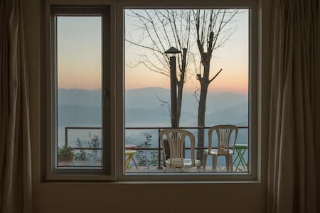 Tucked-Away Luxurious Home with mountains and calm - Dhulikhel - Huis