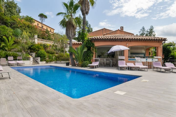Enticing Holiday Home in Les Adrets de l'Esterel with Pool