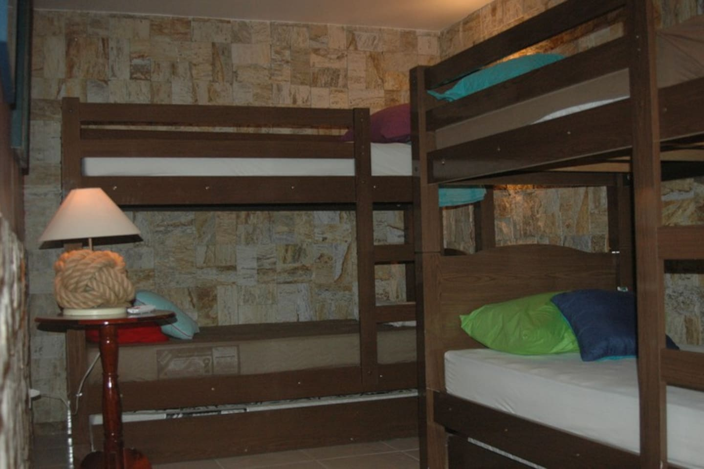 Quarto Feminino Compartilhado - 04 camas
