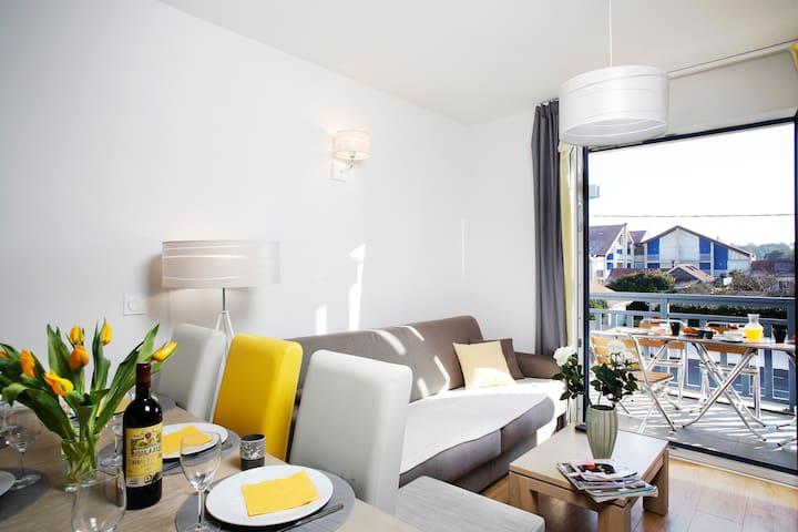 Très bel appartement-1ère ligne mer–piscine